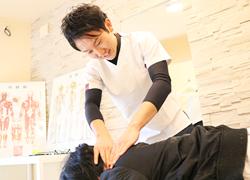 丸亀坂口鍼灸整骨院・整体院:肩こり・頭痛の施術写真