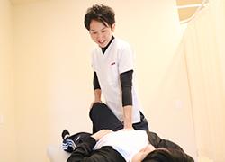 丸亀坂口鍼灸整骨院・整体院:産後の骨盤矯正の施術写真